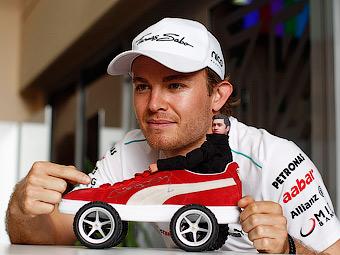 Нико Росберг показал лучшее время в свободных заездах Формулы-1