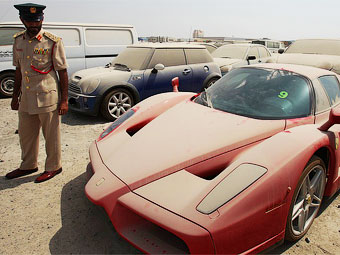 В Дубае брошенный владельцем Ferrari Enzo продадут на аукционе