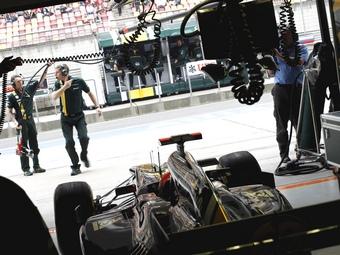 Lotus и Caterham привлекли резервистов для тестов Формулы-1