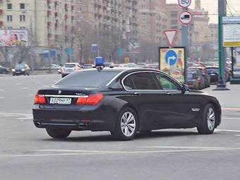 Россияне поддержали использование чиновниками российских автомобилей