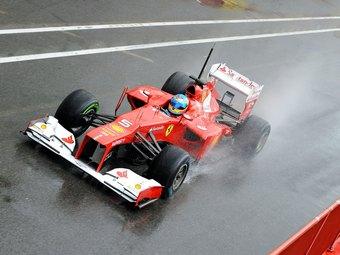 Алонсо показал лучшее время на дождевых тестах Формулы-1