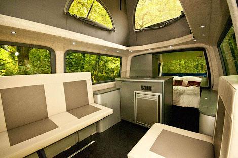 Компания Doubleback сделала фургон для кэмпинга с двойным кузовом. Фото 1
