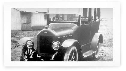 Один из первых автомобилей DAT %Модель 41, которая выпускалась с 1916 года и оснащалась мотором объемом 2,3 литра мощностью 15 лошадиных сил.