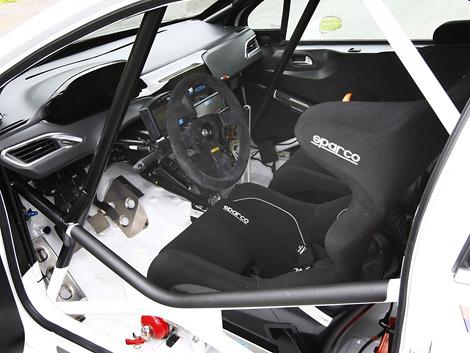 Автомобиль подготовлен для участия в раллийной категории R2. Фото 2