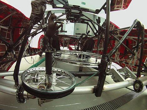 Реплику суперкара Ferrari перевели на велотягу. Фото 3