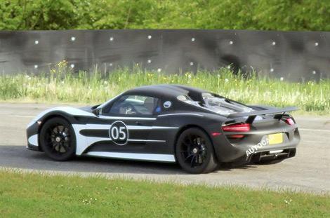 Производитель приступил к тестам предсерийного суперкара 918 Spyder. Фото 2
