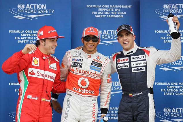 Формула-1 устроила в Барселоне шоу с огоньком