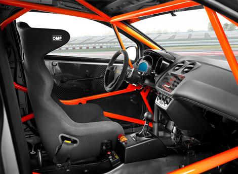 Автомобили имеют спортивную подвеску, салоны с каркасом безопасности и DSG. Фото 1