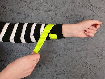 ГИБДД предложила обязать пешеходов носить светоотражающие браслеты