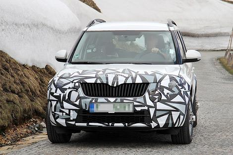 Автомобиль получил более агрессивную и угловатую переднюю решетку и новую хромированную эмблему