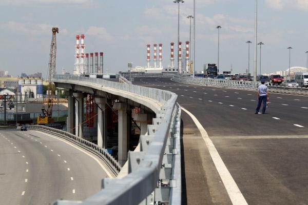 Властям Москвы предложили строить платные трассы над железными дорогами