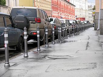 Власти Москвы потратят 104 миллиона рублей на антипарковочные ограждения
