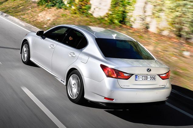 Lexus представил новый GS 450h. Фото 3