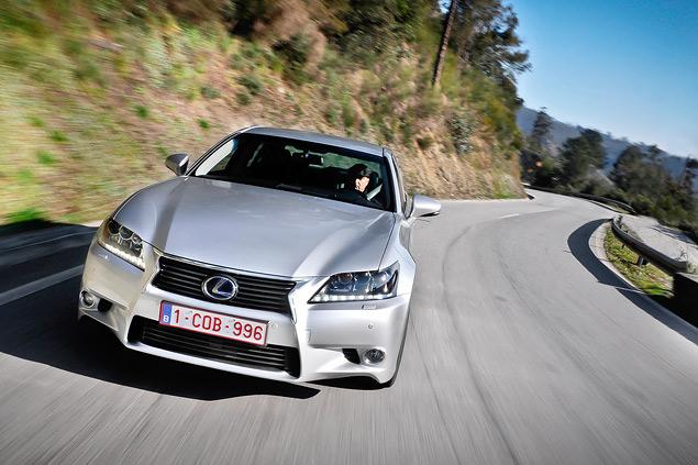 Lexus представил новый GS 450h. Фото 4