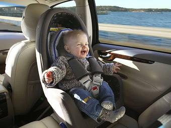 Таксистов предложили лишать прав за перевозку детей без автокресел