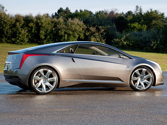 Появились подробности о гибридном купе Cadillac