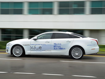 Jaguar превратил седан XJ в гибрид
