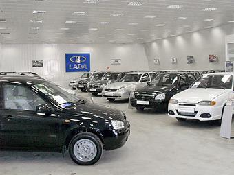 """Продажи """"АвтоВАЗа"""" продолжили падать восьмой месяц подряд"""