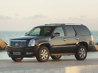 Президент Туркмении подарил хлеборобам Cadillac Escalade