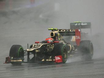 Гран-при Великобритании начался с дождевой тренировки