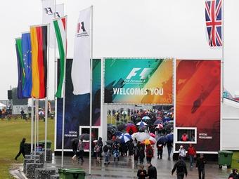 Фанатам Формулы-1 посоветовали не приезжать в Сильверстоун