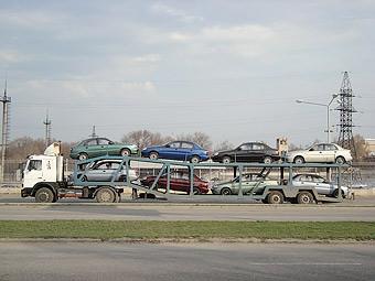 В Россию стали ввозить больше машин