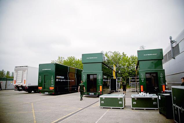 Как команды Формулы-1 перевозят тонны оборудования с трассы на трассу