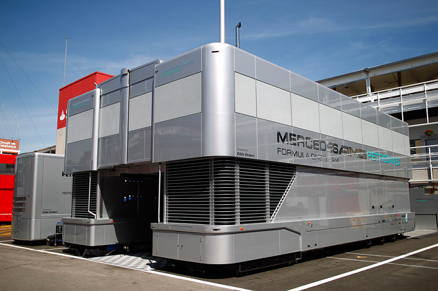 Как команды Формулы-1 перевозят тонны оборудования с трассы на трассу. Фото 2