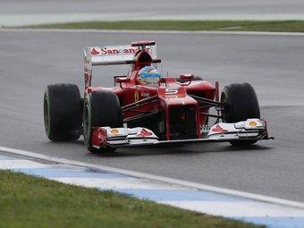 Фернандо Алонсо выиграл дождевую квалификацию Формулы-1 в Германии