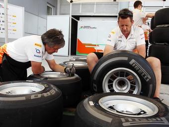 Дождь сорвал испытания новых жестких шин Формулы-1