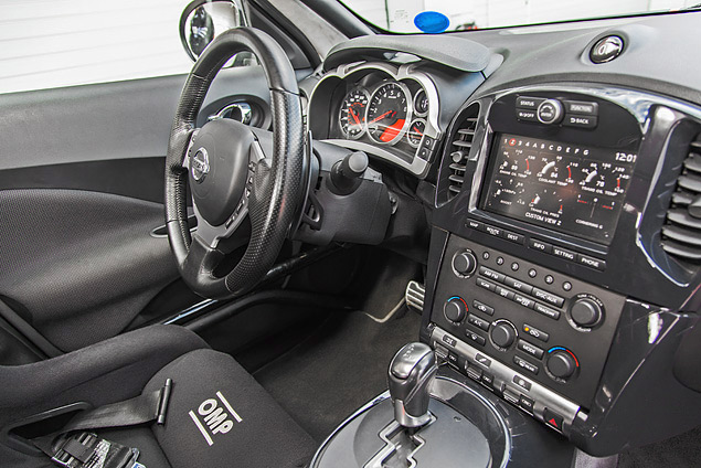 Гоняем на Nissan GT-R и Nissan Juke-R по трассе Moscow Raceway. Фото 4