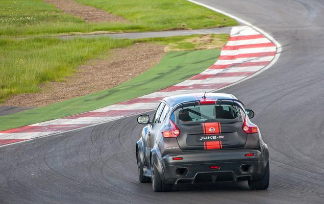 Гоняем на Nissan GT-R и Nissan Juke-R по трассе Moscow Raceway. Фото 5