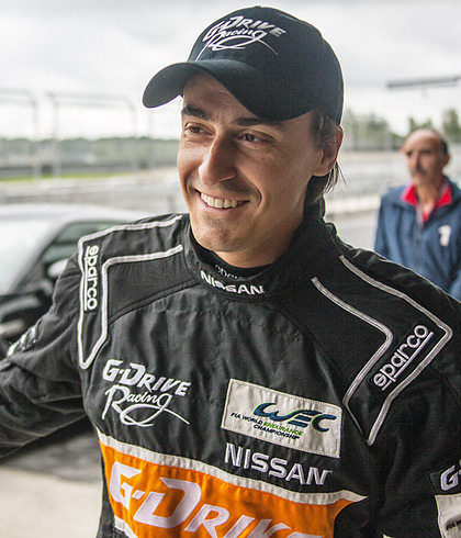 Гоняем на Nissan GT-R и Nissan Juke-R по трассе Moscow Raceway. Фото 6