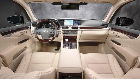 В Америке прошла мировая премьера глубоко модернизированного Lexus LS. Фото 2