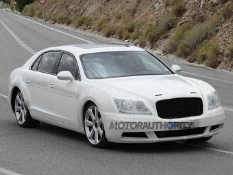 Компания Bentley начала испытывать жарой новый седан Flying Spur