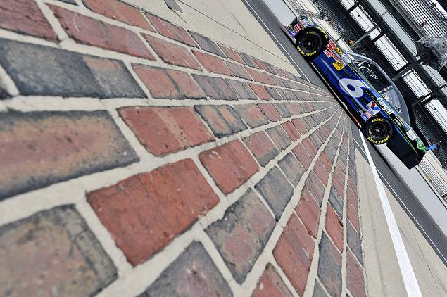 Как проходят самые популярные автогонки в США. Фото 4