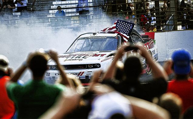 Как проходят самые популярные автогонки в США. Фото 11