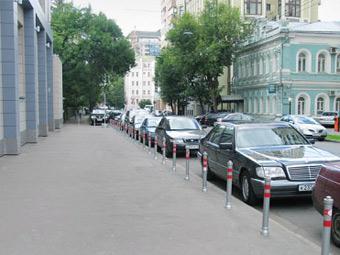 Московские тротуары отгородят от автомобилистов до конца августа