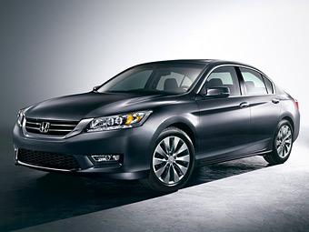 """""""Хонда"""" рассекретила внешность нового седана и купе Accord"""