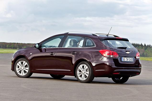 Тест-драйв Chevrolet Cruze в кузове универсал. Фото 2