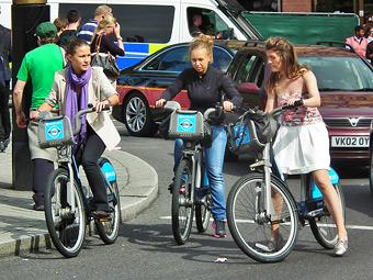 Лондонские автомобилисты оказались законопослушнее велосипедистов