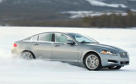 Новинки будут оснащаться 340-сильным мотором V6 и появятся в России в январе. Фото 1