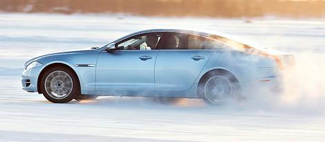 Новинки будут оснащаться 340-сильным мотором V6 и появятся в России в январе. Фото 2