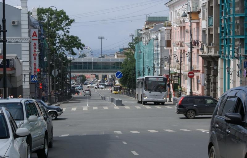 На двух улицах Владивостока изменили схему движения транспорта