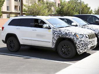 Jeep изменит интерьер обновленного Grand Cherokee