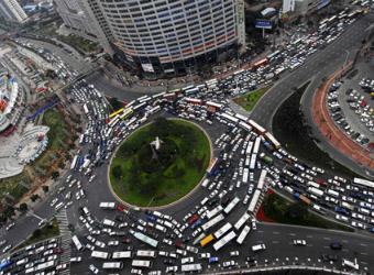 В Китае выстроилась миллионная очередь за номерами для машин