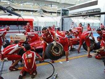 Команда Ferrari вышла на первое место по скорости пит-стопов