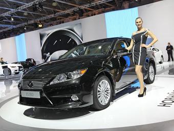 """""""Лексус"""" назвал российские цены на седан ES"""