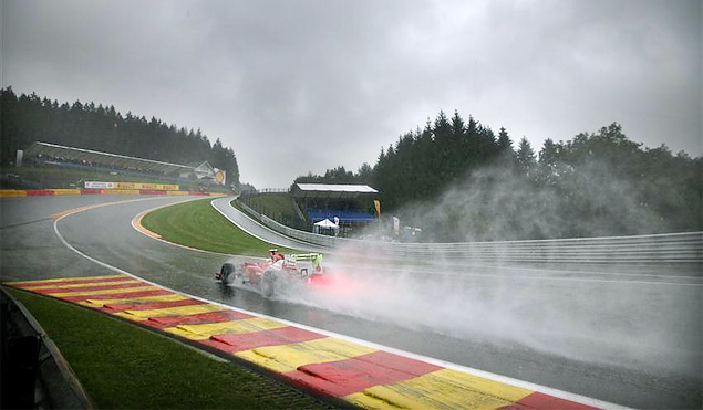 Авария на старте Гран-при Бельгии оживила интригу в Формуле-1