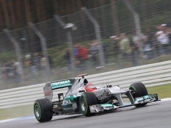 Шумахер стал быстрейшим в свободных заездах Формулы-1